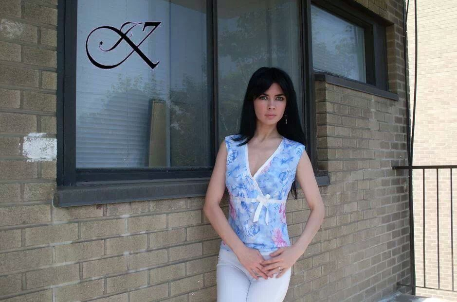Jennifer Kaya fashion design: blue top with white pants