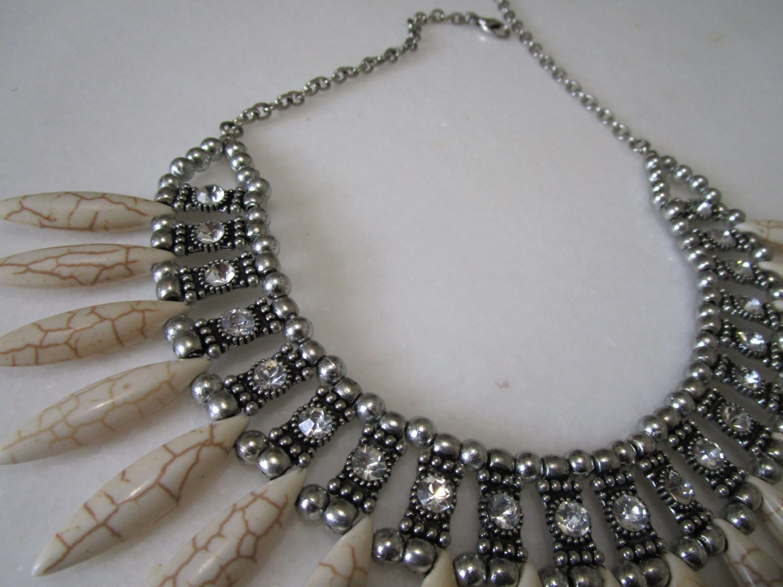Women's Metallic Necklace With Stone Beads